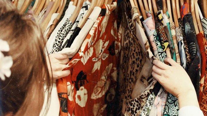 WAJIB TAHU, 5 Warna Baju Ini Bikin Warna Kulit Anda Glowing & Cerah