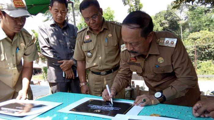 Yohanes Ontot Resmikan Proyek Infrastruktur Desa Se-Kecamatan Tayan Hilir