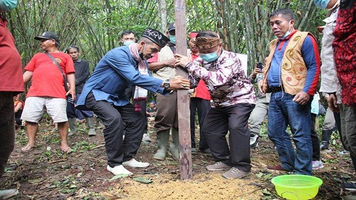 Rangkaian Hari Jadi ke-405 Sanggau, Wabup Sanggau Ikuti Ritual Adat Balek Angin di Lintang Kapuas