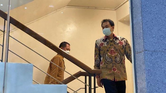 Potret Aziz Syamsudin Saat Dijemput KPK, Sempat Mangkir Dengan Alasan Isolasi Mandiri