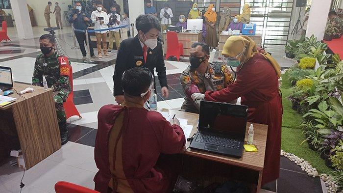 Wali Kota Tjhai Chui Mie Paparkan Tujuan Vaksinasi Sinovac di Singkawang