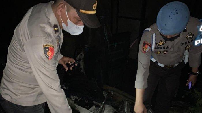 Polisi lakukan olah TKP di lokasi Kebakaran rumah di Gang Wanara Sakti, Desa Arang Limbung, Kecamatan Sungai Raya, Kabupaten Kubu Raya, Kamis 11 Maret 2021 sekira pukul 19.30 Wib