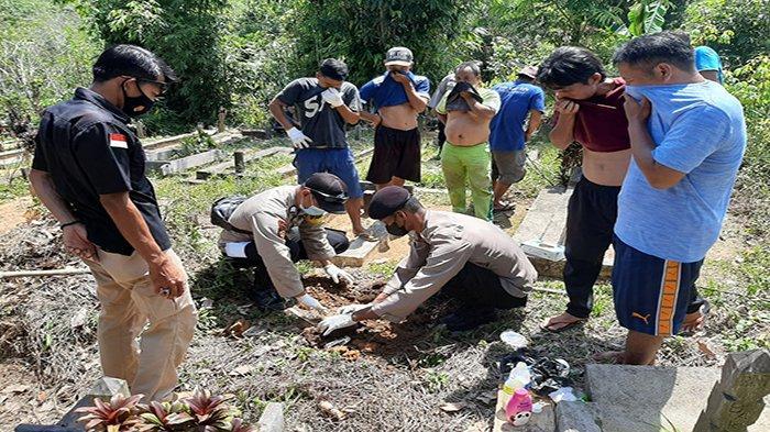 BREAKING NEWS - Warga Sokan Melawi Digegerkan Penemuan Janin Bayi Terkubur di Sekitar Pemakaman