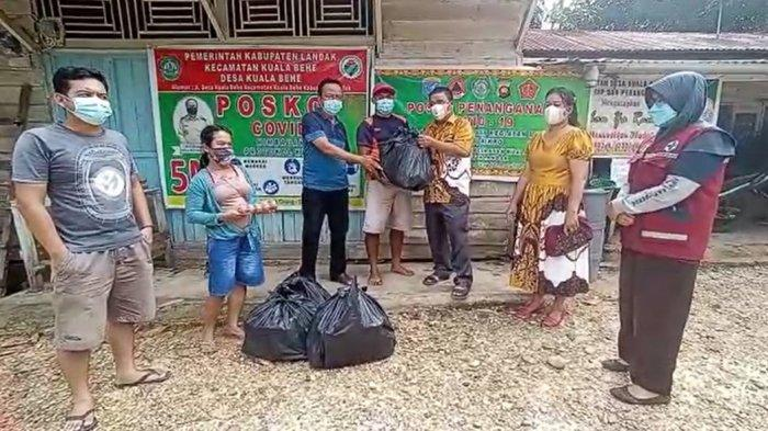 Terima Bantuan Dari Bupati Landak, Warga Dusun Nyawan Sampaikan Terima Kasih