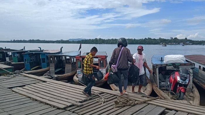 Motor Klotok Jadi Moda Transportasi Primadona Seberangi Sungai Kapuas Bagi Masyarakat Sekadau