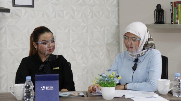 Supervisor Promosi Kalimantan Barat Inez Cosmetics, Wicky Trinirantari, saat berbincang di acara Hey Cantik