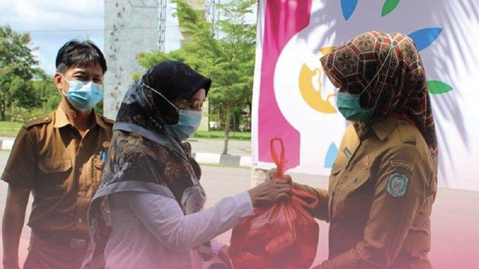 Kadisporapar Kalbar Bagikan Bantuan Sembako dan Grobak untuk Masyarakat Terdampak COVID-19