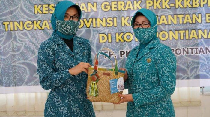 TP PKK Pontianak Sudah Sebarkan Masker Gratis dan Gelar ...