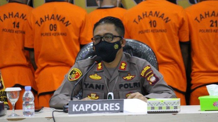 Kapolres Ketapang, AKBP Yani Permana membeberkan kronologi kejadian tersebut di depan awak media melalui konferensi pers pada Selasa 14 September 2021 pada pukul 14.30 WIB, di aula Mapolres Ketapang