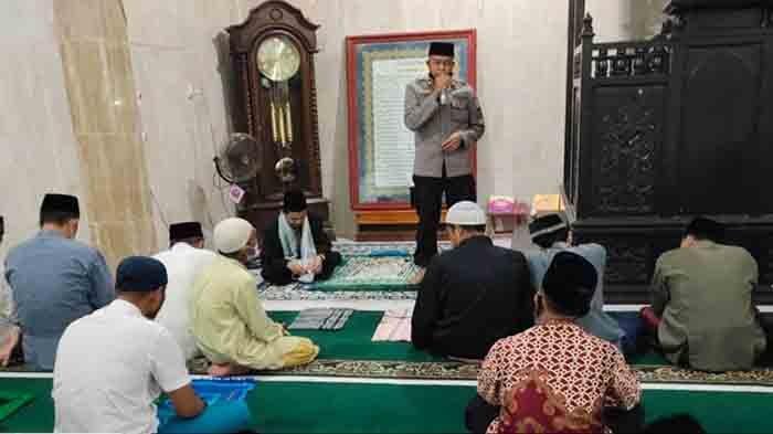 Kasat Binmas Polres Landak Sosialisasikan SE Bupati Tentang Panduan Pelaksanaan Ibadah Ramadan
