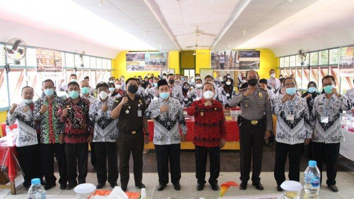 Wabup Ontot Buka Kegiatan Konferensi Kerja PGRI Kabupaten Sanggau