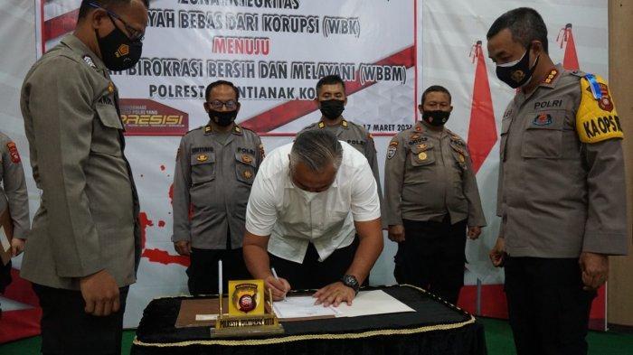 Deklarasi kegiatan pencanangan Zona Integritas Wilayah Bebas dari Korupsi (WBK) menuju Wilayah Birokrasi Bebas Melayani (WBBM) di Aula Polresta Pontianak Kota, Rabu 17 Maret 2021.