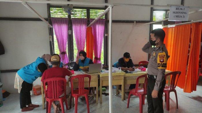 Personel Polsek Simpang Hilir Melaksanakan Pengamanan Vaksinasi Covid-19