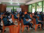 380-siswa-kelas-xii-sekolah-menegah-atas-negeri-sman-4-pontianak-mengikuti-serbuan-vaksinasi.jpg