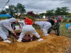 504-membantu-proses-penggalian-kubur.jpg