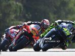 aksi-pembalap-monster-energy-yamaha-valentino-rossi-dan-pembalap-red-bull-ktm-factory-racing.jpg