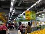 aktivitas-pengunjung-di-hypermart-baru-baru-ini_20180824_212858.jpg