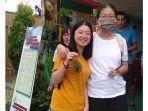 anggota-aiesec-asal-tiongkong-saat-mengunjungi-satu-di-antara-stan-di-festival-durian.jpg
