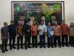 anggota-komisi-iv-dprd-kalbar-foto-bersama-dengan-jajaran-dinas-esdm.jpg