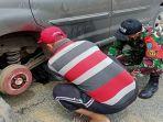 anggota-satgas-pamtas-ri-malaysia-saat-membantu-bapak-bakir.jpg