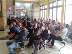 antrian-pembuatan-pasport-di-kantor-imigrasi-kabupaten-sambas-1042019.jpg