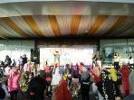 antusias-peserta-zumba-di-halaman-ayani-mega-mall-minggu-2142019-pagi.jpg