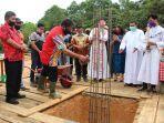 aolus-hadi-melaksanakan-peletakan-batu-pertama-pembangunan-gereja-12.jpg