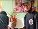 arief-rianggowo-dengan-bakso-lobsternya-yang-kondang.jpg