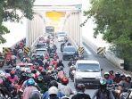 arus-lalu-lintas-di-jembatan-kapuas-i-pontianak-pandemi-covid-19-1.jpg