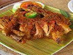 ayam-betutu-makanan-khas-indonesia-yang-paling-digemari-wisatawan-mancanegara.jpg