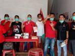 bagikan-masker-di-tengah-pandemi-corona.jpg