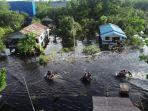 banjir-merendam-jalan-trans-kalimantan-desa-pancaroba-4.jpg