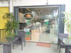 de-castle-bakery-di-jalan-prof-m-yamin-pontianak_20170302_183558.jpg