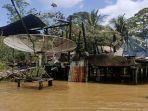 ditengah-musibah-banjir-yang-melanda-kecamatan-sepauk-sdf-ds.jpg