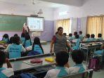diundang-ke-india-guru-sdn-mojorejo-1-kenalkan-pembelajaran-lingkungan-dan-budaya-indonesia.jpg