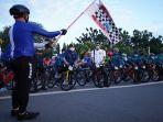 edi-rusdi-kamtono-melepas-bendera-start-peserta-happy-cycling-pontianak-r23.jpg