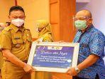 edi-rusdi-kamtono-menerima-secara-simbolis-bantuan-sosial-bank-indonesia.jpg