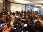 enam-calon-ketua-umum-pssi-saat-menyampaikan-keterangan-pers-pada-media-mengenai-pengunduran-diri.jpg