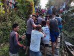 evakuasi-korban-tenggelam-di-kecamatan-nanga-mahap-asxda.jpg