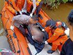 evakuasi-mayat-abk-yang-tenggelam-di-sanggau.jpg