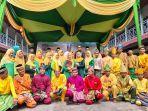 foto-bersama-para-tamu-undangan-dan-guru-serta-siswa-sma-muhammadiyah.jpg