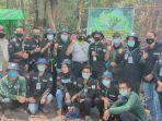 foto-bersama-relawan-lindungi-hutan-landak.jpg