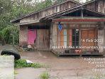 genangan-air-banjir-di-halaman-rumah-warga-di-desa-sijang12.jpg