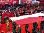 gubernur-kalbar-sutarmidji-ditengah-keramaian-usai-pembukaan-festival-cap-go-meh.jpg