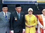 gubernur-kalimantan-barat-sutarmidji-beserta-istri-foto-bersamasekda-kalbar-al-leysandri-dan-istri.jpg