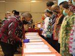 gubernur-sutarmidji-saat-menandatangani-dipa-di-hotel-aston-pontianak-kamis-4-maret-2021.jpg