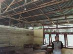 guru-di-mis-al-munadir-kuala-mandor-b-kubu-raya-menunjukkan-kondisi-ruang-kelas.jpg