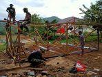 hari-kedua-rehap-rumah-ibu-sesilia-di-kecamatan-sengah-temila.jpg