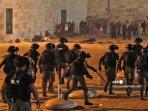 israel-mengusir-demonstran-palestina-dalam-bentrokan-yang-berlangsung-di-masjid-al-aqsa-yerusalem.jpg