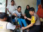 jovan-reagan-sumual-sh-sik-mh-saat-berkunjung-ke-rumah-penyandang-disabilitas.jpg